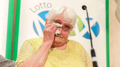 'Ottawa' $60M Lotto Max Jackpot Winner Only Had $5 in Her Purse